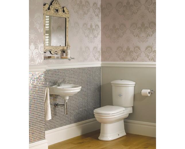 Nostalgie WC-Becken mit aufgesetztem Spülkasten, traditionelles WC ...